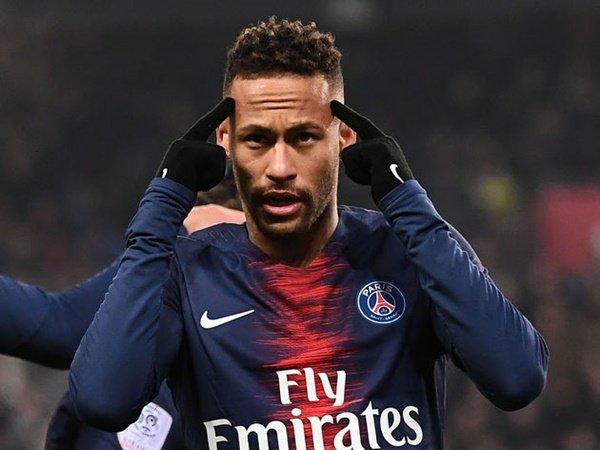 Neymar và HLV Tuchel hỗ loạn tại PSG