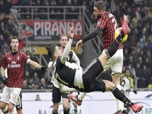 Ronaldo săn cú ăn ba đặc biệt, vận son Juventus