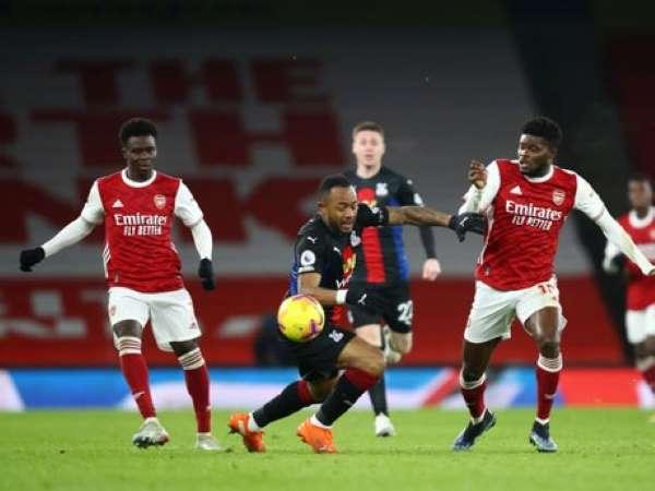 Bóng đá quốc tế tối 15/1: Arsenal hòa thất vọng trước Crystal Palace