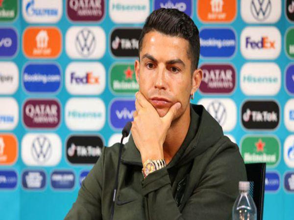 Tin bóng đá trưa 15/6: Ronaldo khiến nhà tài trợ EURO nóng mặt